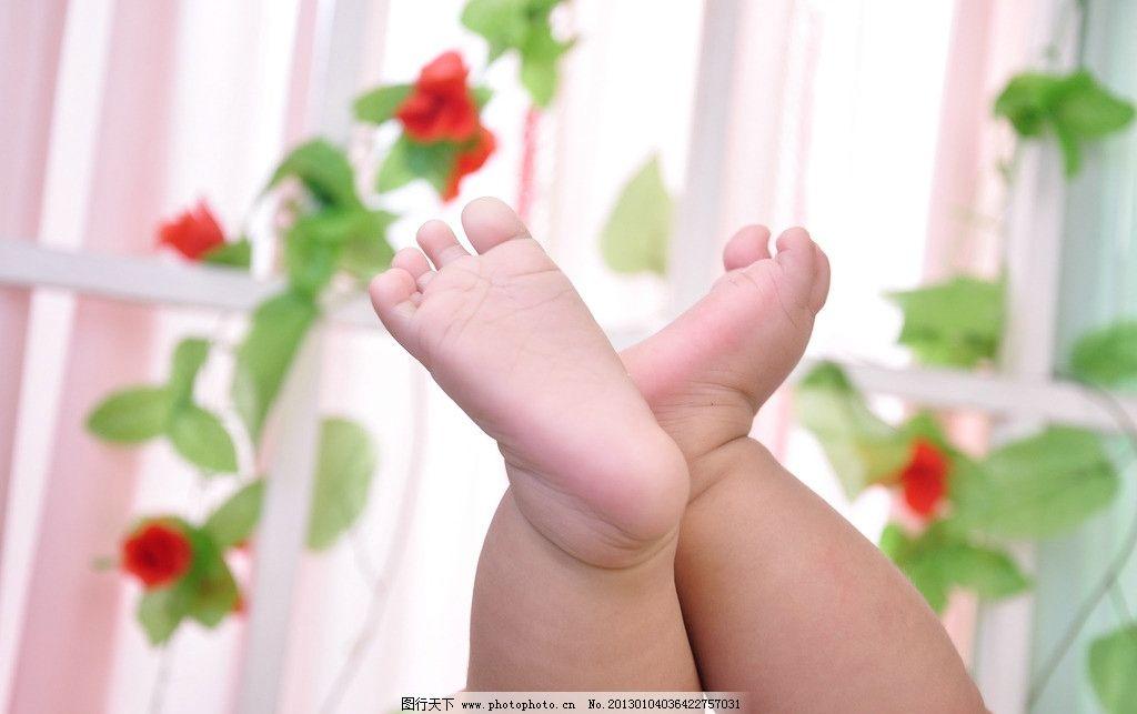 小脚丫 宝宝 花 儿童摄影 儿童幼儿 人物图库 摄影 300dpi jpg