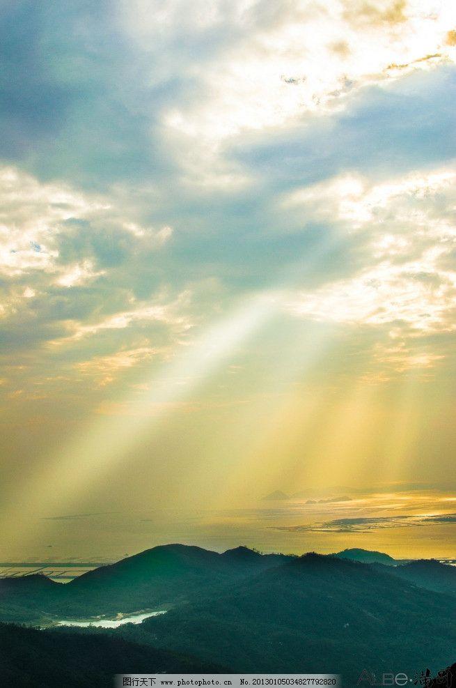 彩色天空 蓝天 白云 彩色的霞光 山顶 黄昏 自然风景 自然景观
