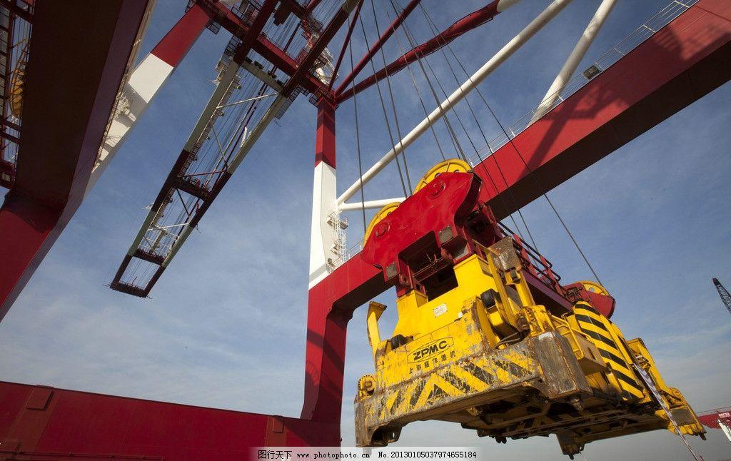 桥吊 货物集装箱 商业码头 货物运输 港口 集装箱 青岛港 航运 起重机