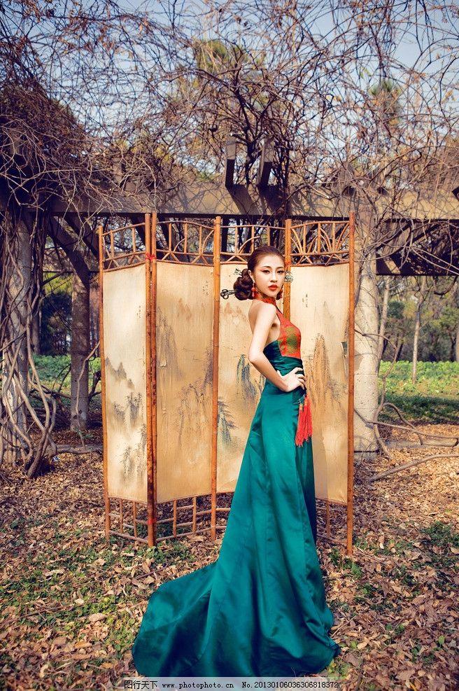 时尚古典婚纱照图片