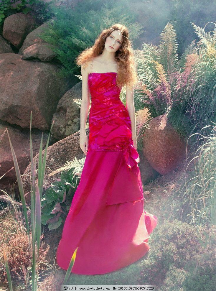 红裙古典美女图片