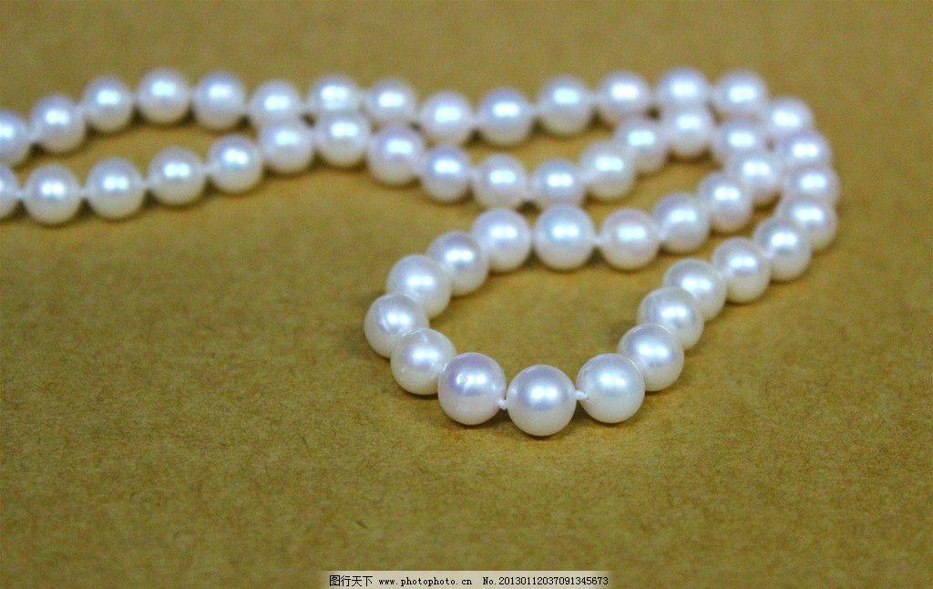 白色珍珠项链图片