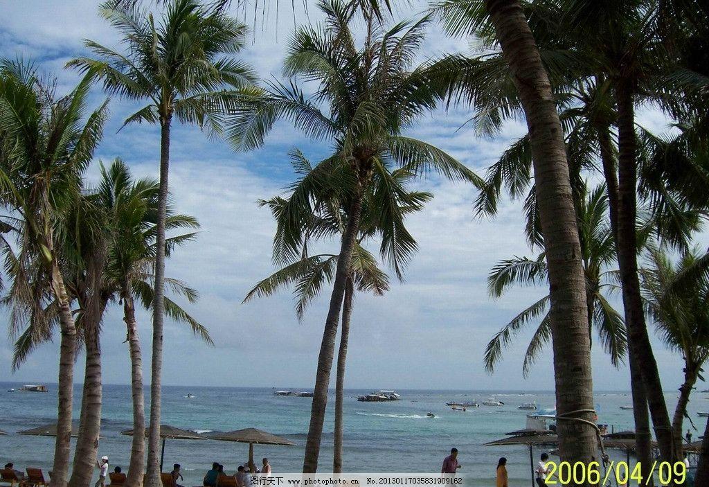 椰子树 三亚 大海 椰树 人群 海边 海水 蓝天 白云 海浪 摄影