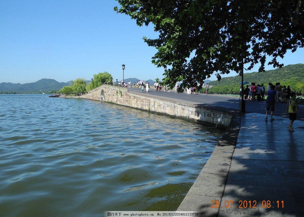 杭州西湖 苏堤 蓝天 湖水 游人 树 自然风景 自然景观 摄影 300dpi