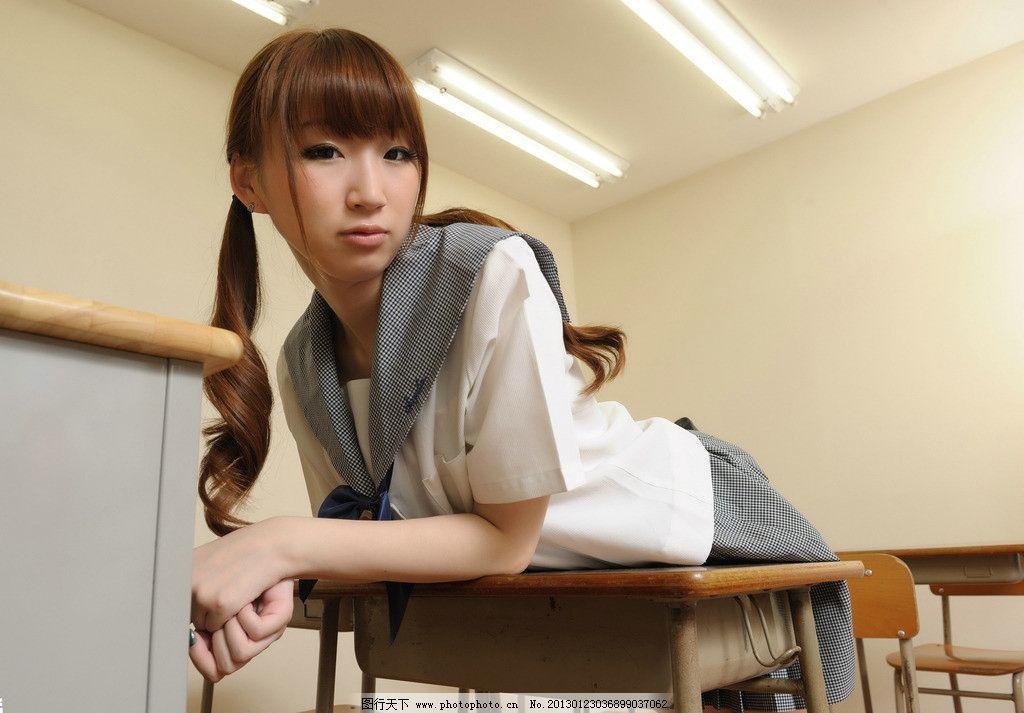 影楼可爱短裙发型图片