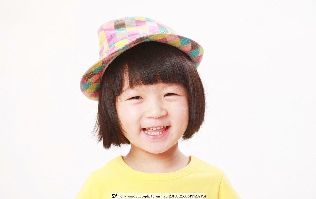 可爱小美女 可爱宝贝 黄色t恤 花格格帽子 甜美笑容 儿童幼儿 人物