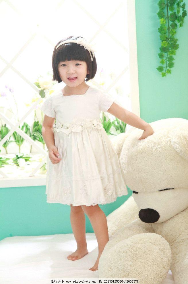 可爱宝贝 笑容 白裙子 绿叶 白熊 儿童幼儿 人物图库 摄影 72dpi jpg