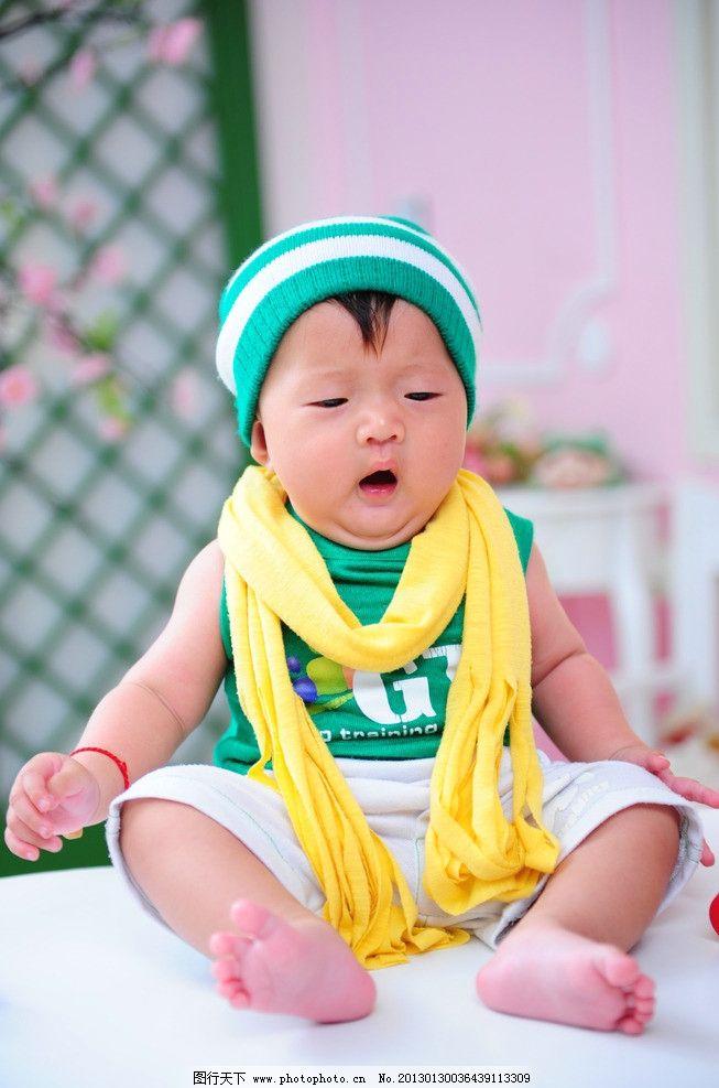 宝宝 困 小脚丫 可爱 服装 幼儿服装 宝贝 儿童幼儿 人物图库 摄影