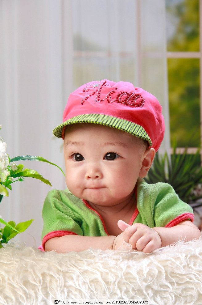 红帽子宝宝 宝宝 儿童 天真 暖色 大眼睛 婴儿 儿童幼儿 人物图库