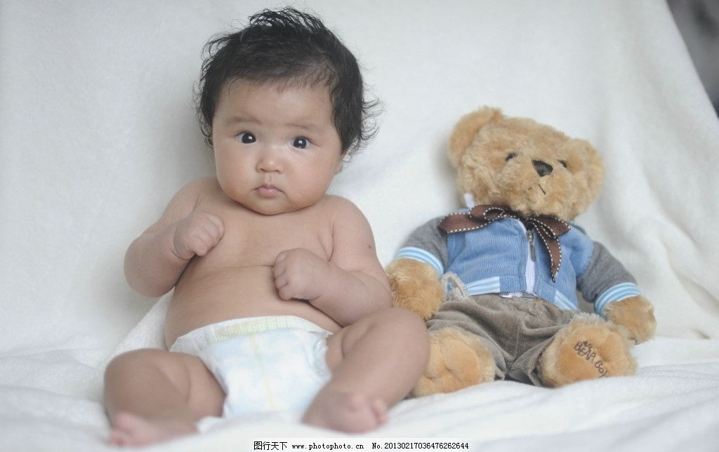 婴儿100天照 漂亮宝贝 可爱宝宝 小熊玩具 大眼睛 黑头发 尿不湿 儿童图片