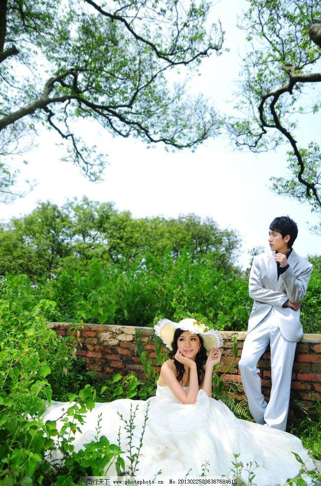 帅哥 风景 情侣 夫妻 爱人 外景拍摄 草地 小熊 可爱 花篮 婚纱照相册