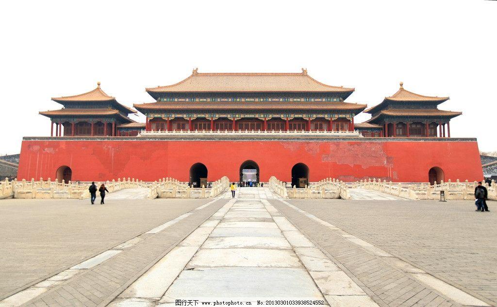 设计图库 影楼摄影 个人写真模板  故宫 北京 午门 蓝天 游客 红墙