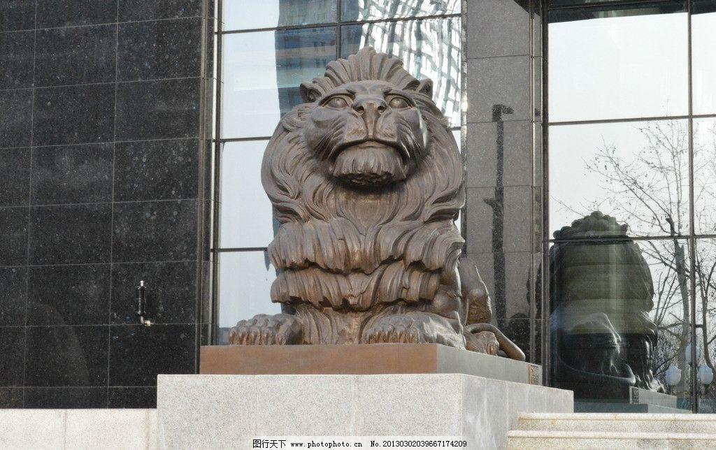石狮 石狮子 银行门口的狮子 大理石底座 大理石雕塑 雕塑 建筑园林