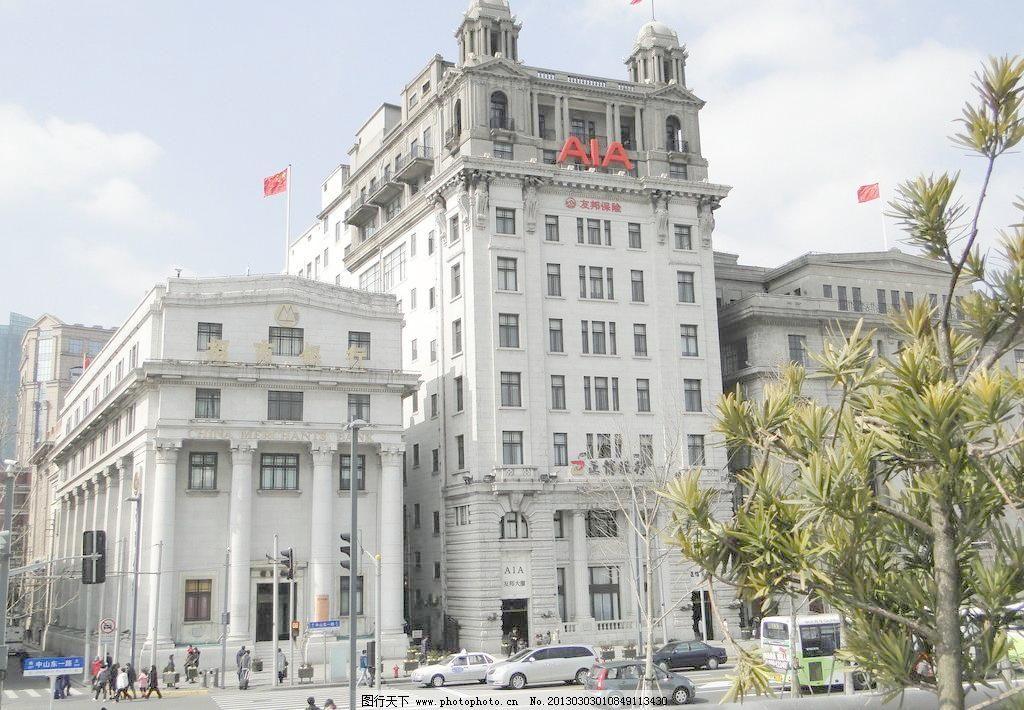 欧式建筑 白色建筑 树木 马路 车流 人群 国旗 银行 建筑摄影 建筑
