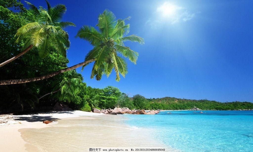 海滩 椰子树 蓝天 沙滩 热带 热带植物 海洋 远山 海岛 摄影