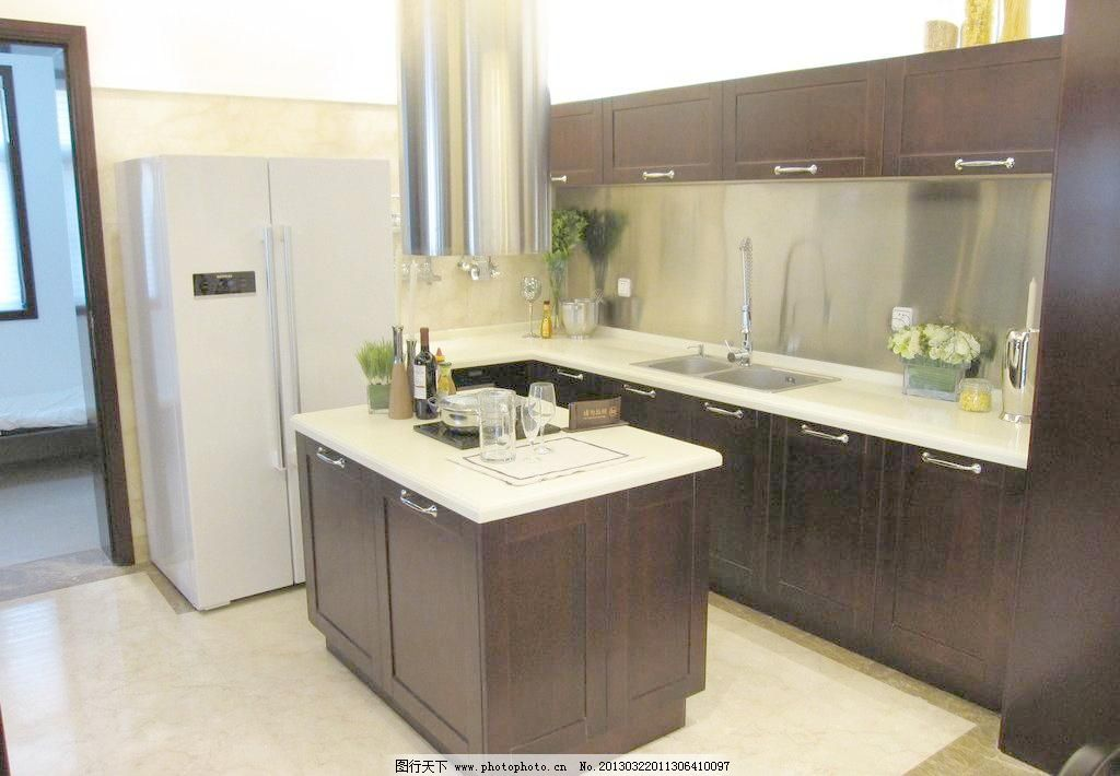 厨房间效果图      柜子 厨房柜子 水盆 冰箱 地砖 室内摄影 建筑园林