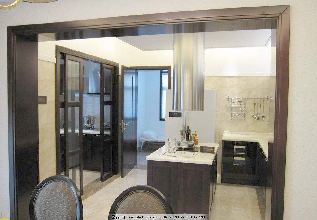 厨房间效果图图片素材下载 厨房间效果图 厨房间 椅子 柜子 实木门套