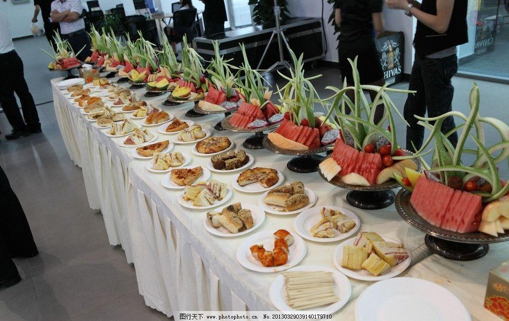 水果点心餐台 水果 点心 餐台 糕点 美味 可口 蛋糕 活动现场 节日图片