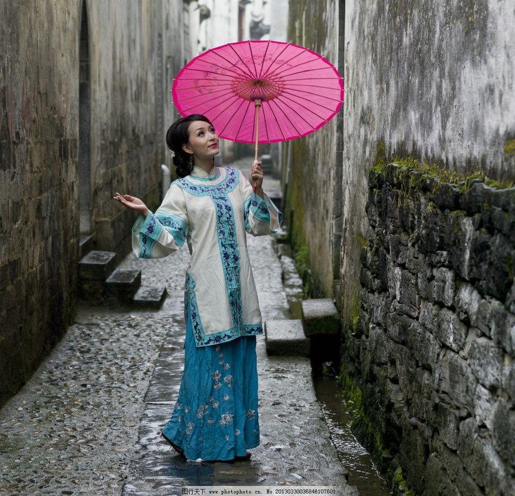 徽州女人 美女 古代美女 徽州 打伞 雨中漫步 女性女人 人物图库 摄影